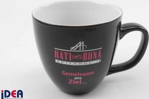 Schwarze Tasse mit Hydroglasur